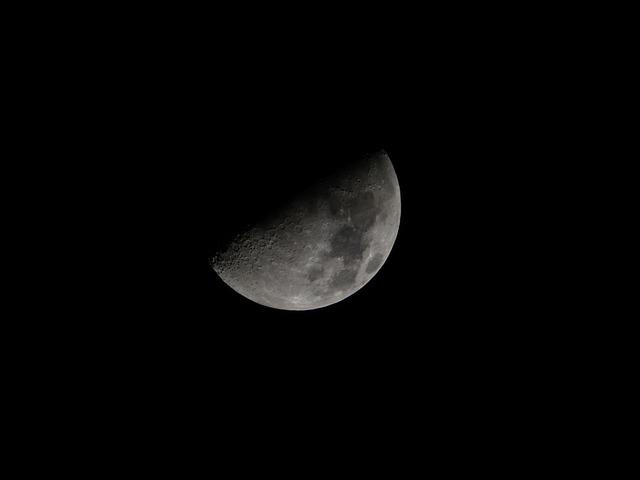 moon-436398_640