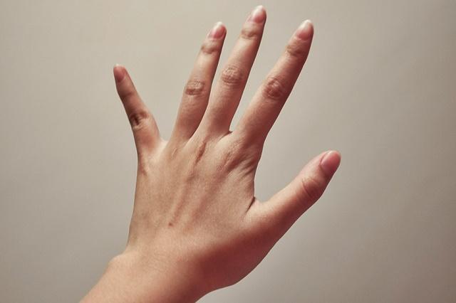 hand-357335_1280